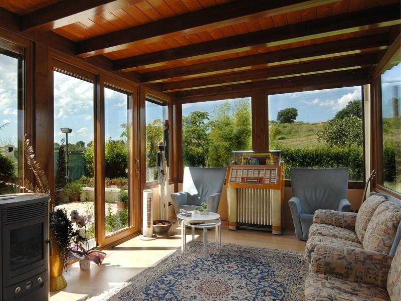 Verande in legno a lucca e toscana la pergola s r l - Costruire veranda in giardino ...